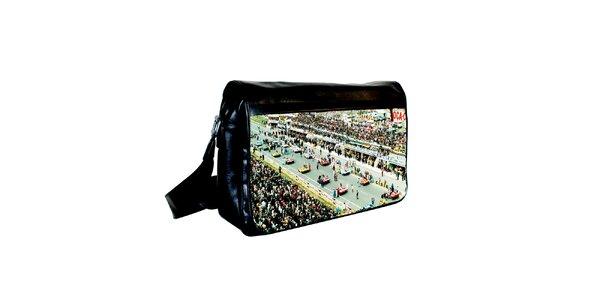 Čierna messenger taška s potlačou závodných áut Kothai