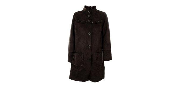 Dámsky tmavo hnedý kabát s cvočkami Emma Pernelle