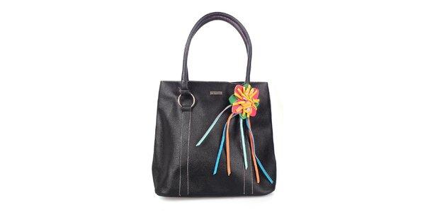 Dámska čierna kabelka s fialovým vnútrajškom a kvetinou Maku Barcelona