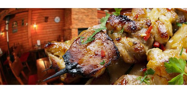 Lahodný grilovaný kurací špíz s americkými zemiačikmi