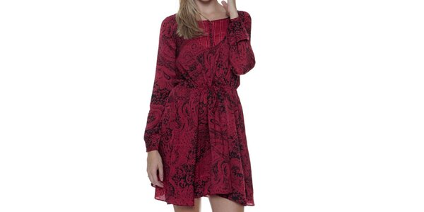 Dámske fuchsiové šaty so vzorom Guess