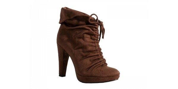 Kotníčkové hnedé topánky so zaväzovaním
