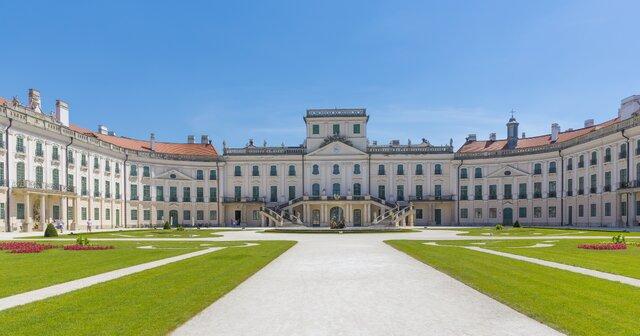 Kaštieľ Esterházyovcov (maďarský Versailles)