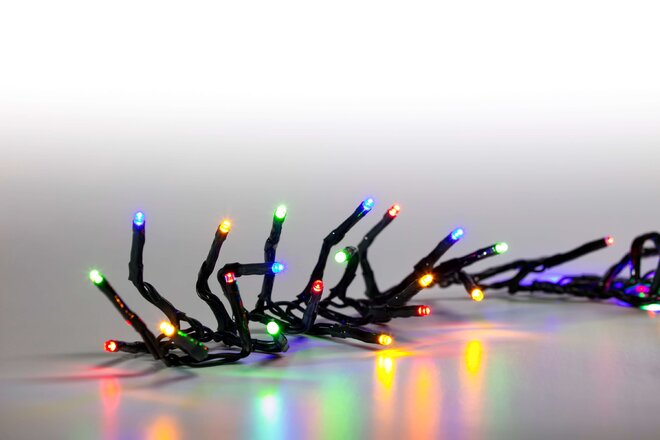 Svetelná reťaz 100 LED (farebná + tmavozelená so svetelnými efektmi)