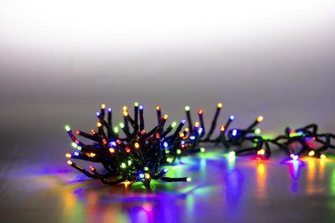 Dvojitá svetelná reťaz 200 LED (farebná + tmavozelená so svetelnými efektmi)