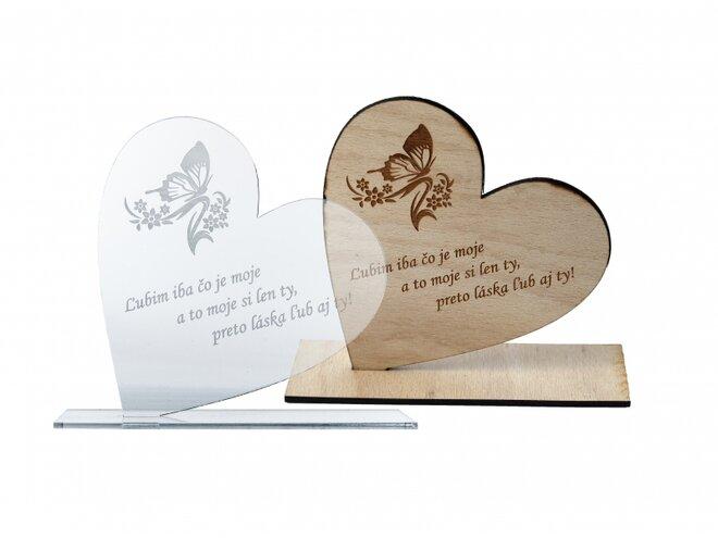 Srdce na podstavci s vlastným gravírovaním (plexisklo alebo preglejka)
