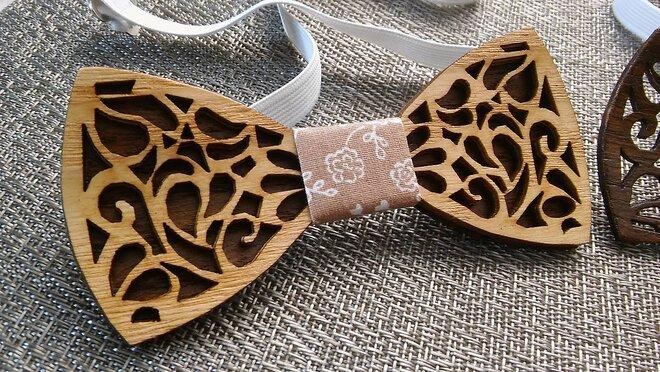 Drevený ručne robený motýlik (svetlé drevo)