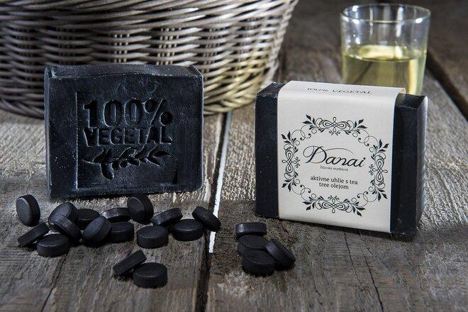 Mydlo Aktívne uhlie s tea tree olejom