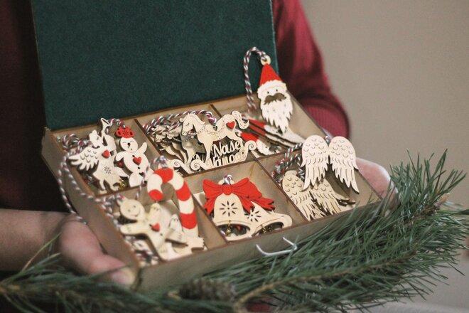 24-dielna Sada vianočných maľovaných ozdôb v krabičke (maľovaná)