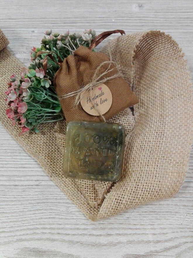 50 g Ručne vyrábané mydlo (harmanček + med)
