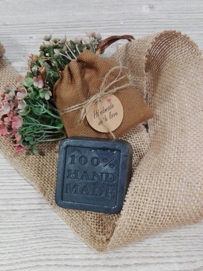 50 g Ručne vyrábané mydlo (čierne uhlie)