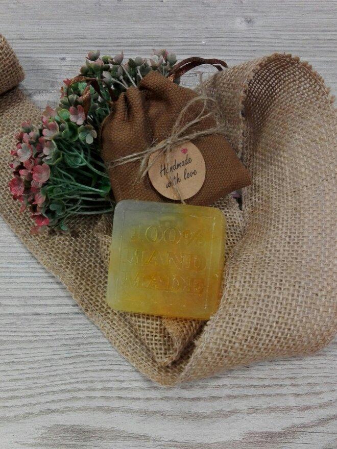 50 g Ručne vyrábané mydlo (nechtík + čajovník)