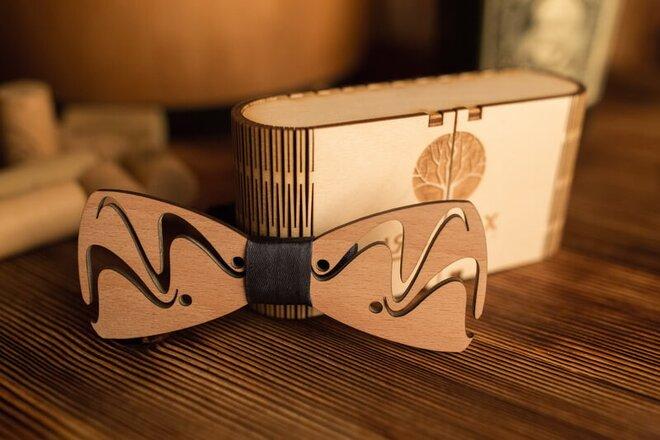 Pánsky drevený motýlik M13