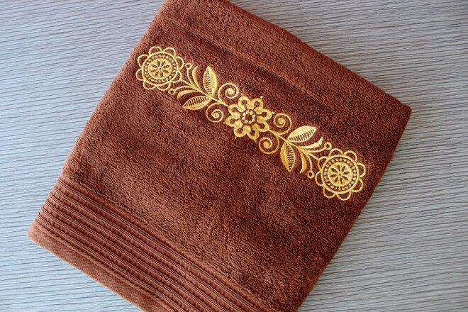 Froté uterák so zlatou výšivkou