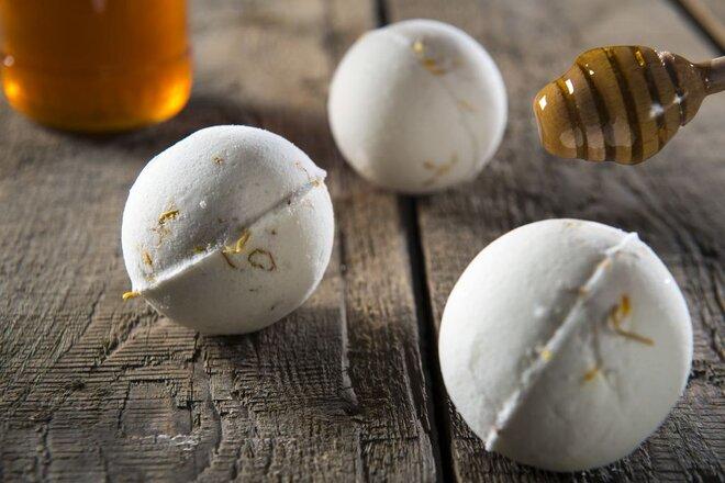 Šumivá bomba do kúpeľa - med s nechtíkom lekárskym