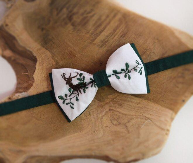 Pánsky folklórny motýlik s poľovníckym motívom