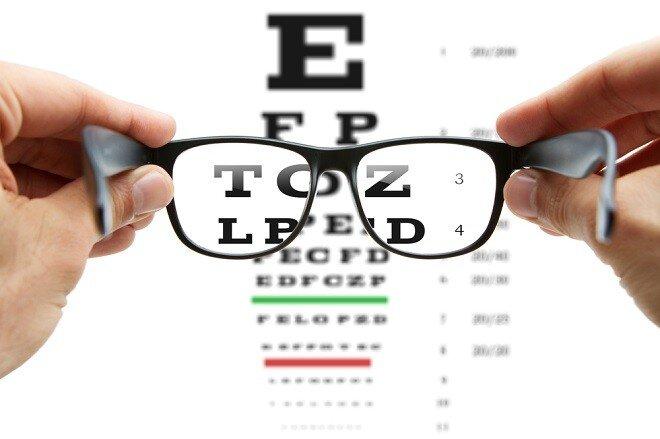Okuliare už dávno nie sú len obyčajný korekčný prostriedok pre vaše oči.  Vedia výborne podčiarknuť vašu osobnosť. Ak sú to naviac značkové a  elegantné ... e2187a70be6
