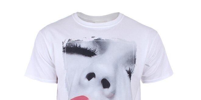 Pánske biele tričko s červenými perami Not Guilty Rich Boy