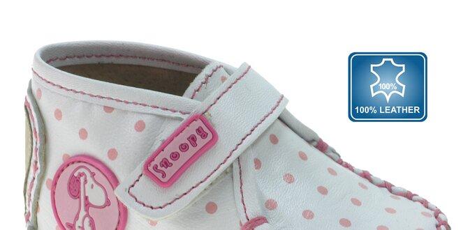 Biele kojenecké capačky Beppi s ružovými bodkami