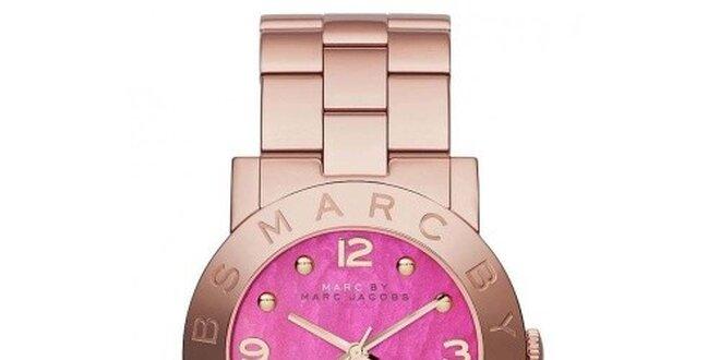Dámske hodinky s ružovým ciferníkom Marc Jacobs  4e84c5a1523