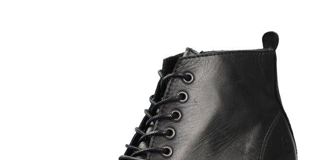 05b58cd208a91 Dámske čierne členkové topánky so šnurovaním Bullboxer | Zlavomat.sk