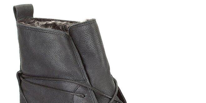 Dámske čierne členkové šnurovacie topánky s kožúškom Clarks