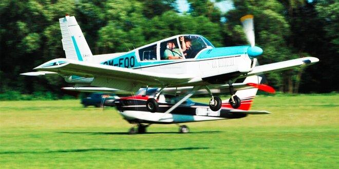 Let športovým lietadlom a pilotovanie