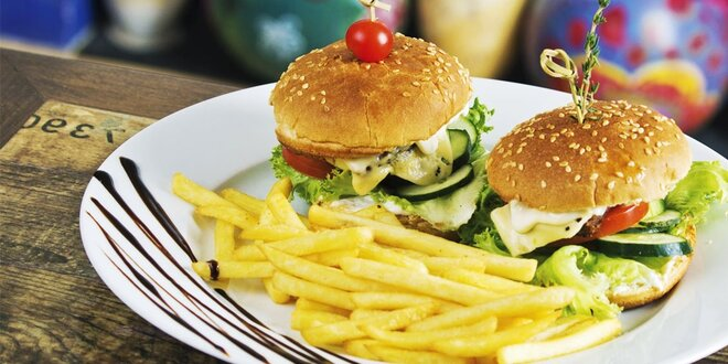 2 x hamburger s hranolkami s pivom či limčou