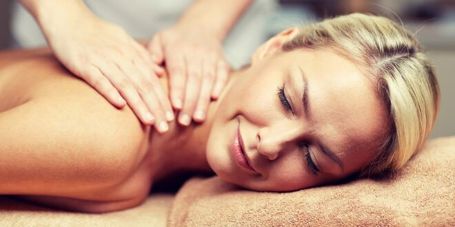 Masáž lávovými kameňmi, aromaterapeutická alebo klasická masáž