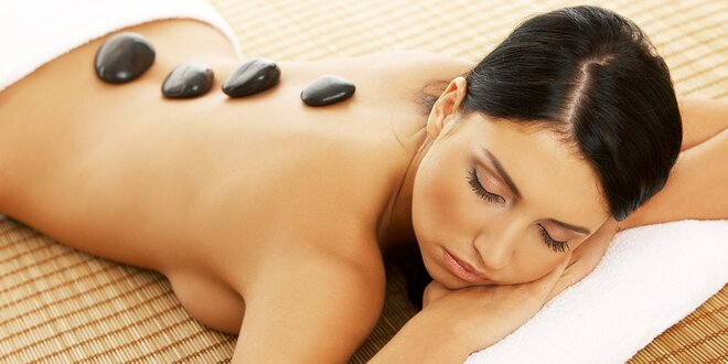 Masáž lávovými kameňmi alebo masáž pre dvoch aj s lávovým zábalom