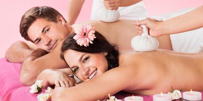 Tradičná thajská alebo aromaterapeutická olejová masáž pre páry
