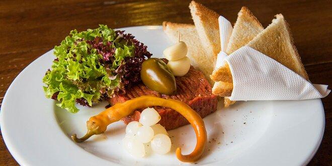 Tatársky biftek aj s hriankami alebo topinkami v Modrej Hviezde