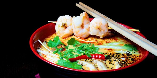 Jemne pikantná kokosová polievka s krevetami Tom Yum