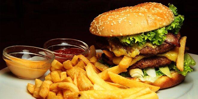 """Hovädzí burger, hranolčeky a dresing v """"base"""""""