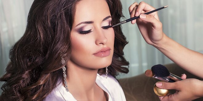 Ošetrenie citlivej a suchej pleti s luxusnou kozmetikou alebo svadobné líčenie