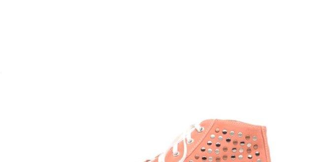 ddf21043a916a Dámske mahruľové kotníkové tenisky s cvočkami Queen Cult | Zlavomat.sk