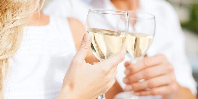 6 fliaš suchého bieleho vína: Veltlín, Rizling, Neuburské a Müller Thurgau