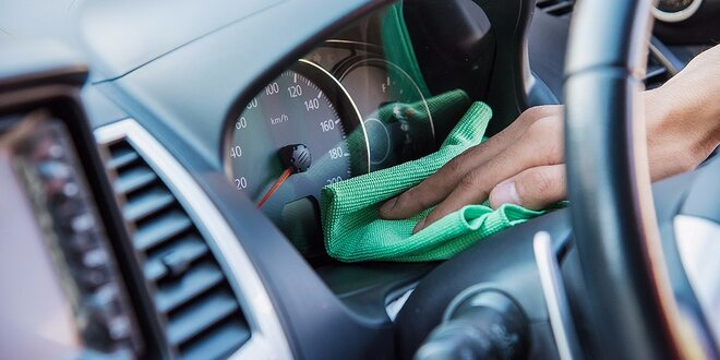 Tepovanie auta s umytím alebo čistenie