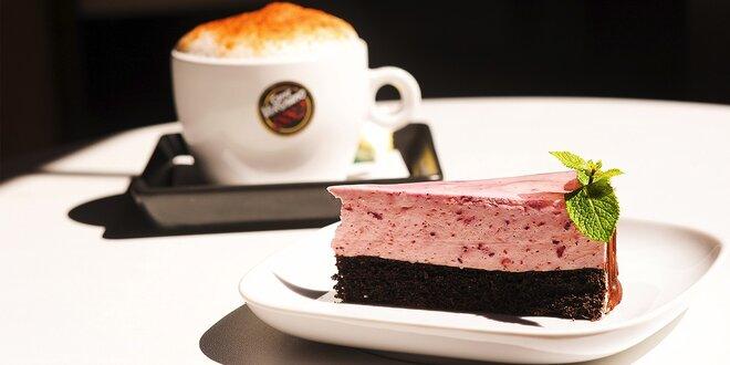 Káva a koláčik v cukrárni Cafe Barcelona