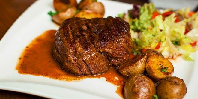 Vyberte si z ponuky šťavnatých steakov v Le Papillon Restaurant