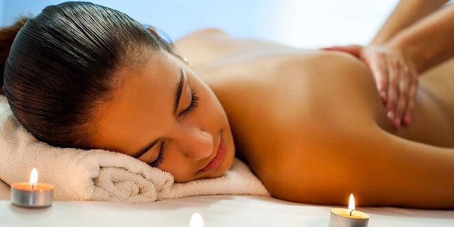 Liečivá masáž chrbta a reflexná masáž chodidiel kokosovým olejom