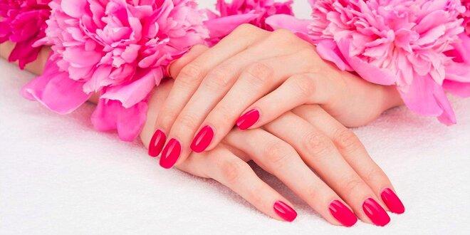 Wellness mokrá manikúra alebo Sissi manikúra s gel lakovaním a masážou rúk