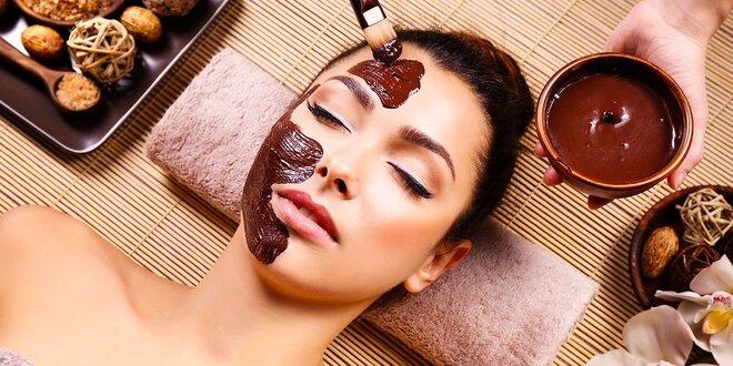 Čokoládové ošetrenie pleti aj s masážou tváre a dekoltu a úpravou obočia