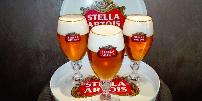 Pivo Stella Artois pre trojicu kamarátov