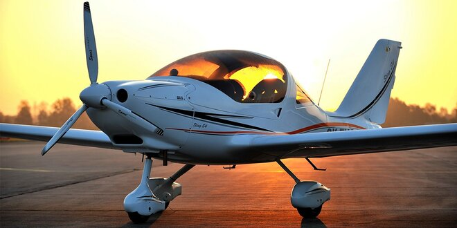 Zážitkový let lietadlom STING S4 - perfektný darček na Vianoce!