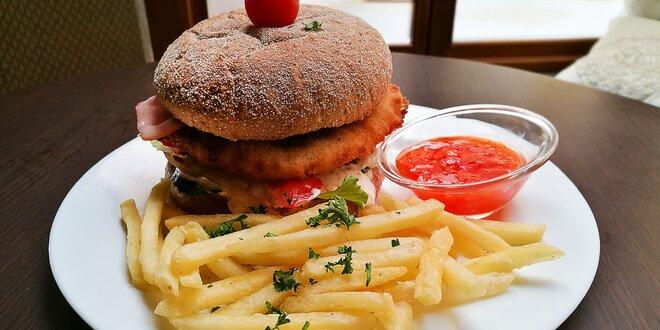 Hovädzí, kurací alebo Hattrick burger v Hattrick sport pub