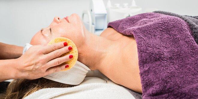 Hĺbkové čistenie pleti ultrazvukom alebo masáž tváre a dekoltu