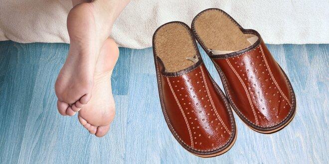 Pohodlné pánske papuče v rôznych odtieňoch hnedej farby