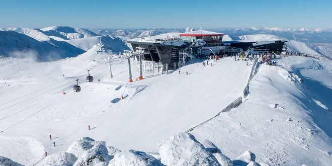 Prvá tohtoročná lyžovačka pod Chopkom v Nízkych Tatrách v legendárnej chate…