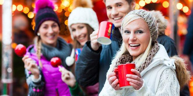 Vianočný punč alebo varené víno na vianočných trhoch v Trnave